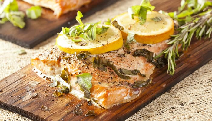 How to cook fish on a grilling plank gourmet grillmaster for How to cook fish on the grill